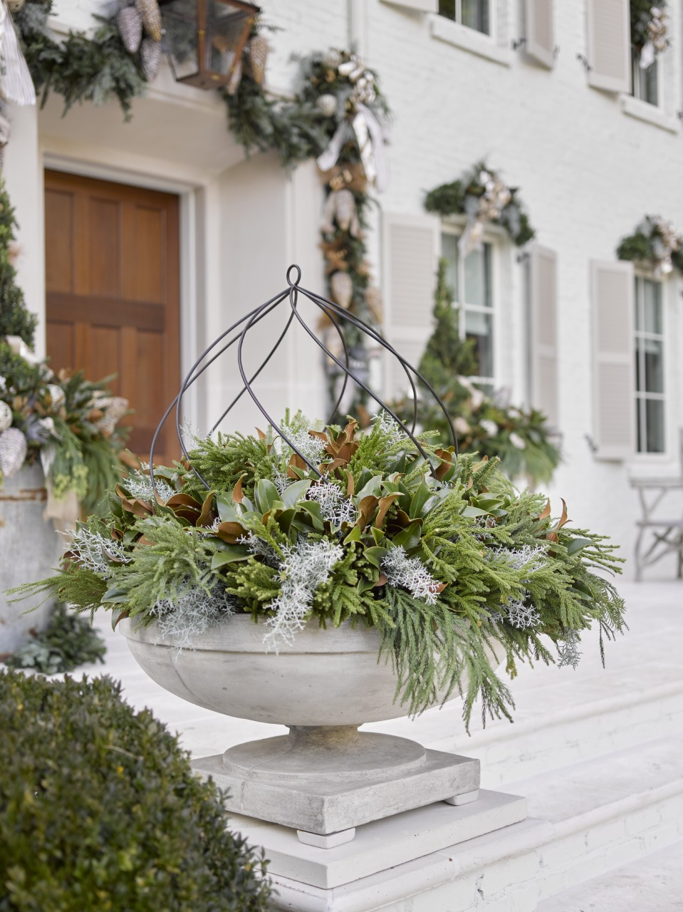 Outdoor Holiday Decorating: Home for the Holidays Showcase